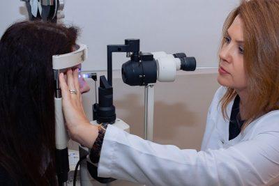 Tonometria é realizada para medir a pressão ocular